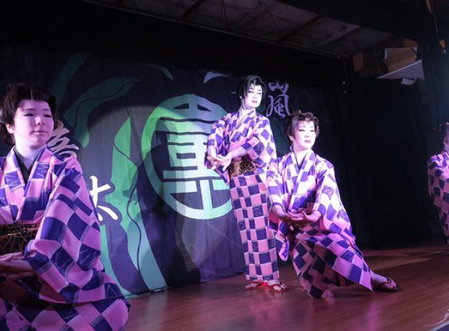 嵐山瞳太郎座長を中心に、劇団員一同、真摯に舞台に取り組みます
